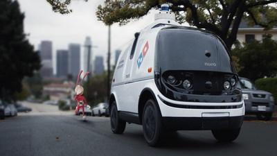 Noid regresa a los nuevos comerciales de televisión de Domino's que capturan al inoportuno antihéroe intentando frustrar el avance tecnológico del robot R2 de Nuro, un vehículo de calle completamente autónomo, no tripulado, que está entregando una pizza.