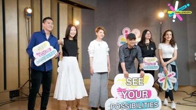 Presentadores de CGTN [de izquierda a derecha] Wang Guan, Kui Yingchun, Tian Wei, Ji Xiaojun, Zhou Heyang, Eva May. /CGTN) (PRNewsfoto/CGTN)