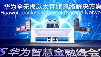 Kevin Hu, presidente de la línea de productos de comunicación de datos de Huawei, y Peter Zhou, presidente de la línea de productos de TI de Huawei, lanzan conjuntamente NoF+ (PRNewsfoto/Huawei)