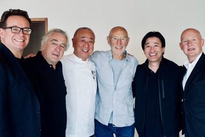 Equipo directivo de Nobu Hospitality, de izquierda a derecha: Struan McKenzie, Robert de Niro, el chef Nobu Matsuhisa, Meir Teper, Hiro Tahara y Trevor Horwell